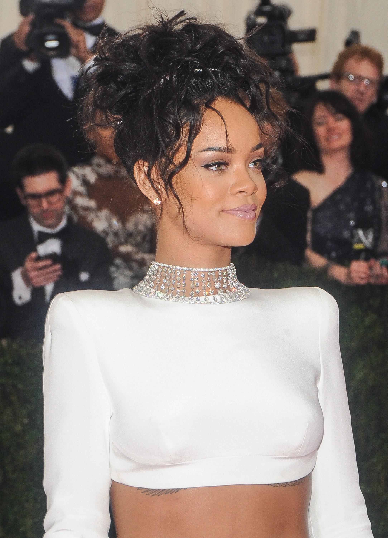 Pelo rizado Rihanna